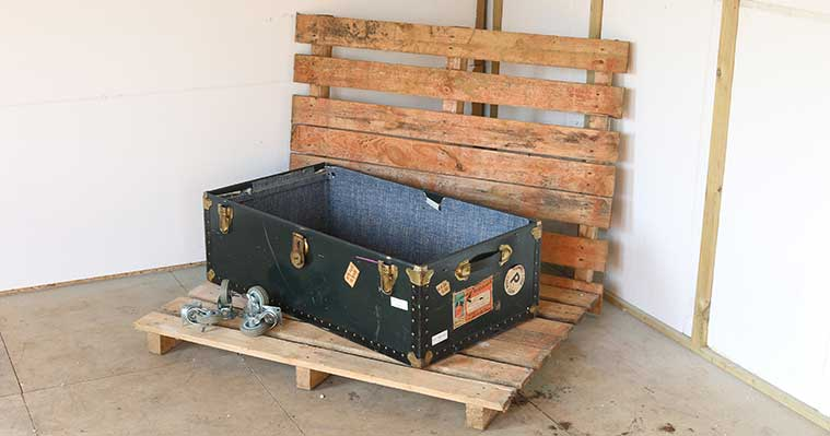 Safestore-pallet-top-vintage-trunk-coffee-table-DIY-project-Before.jpg