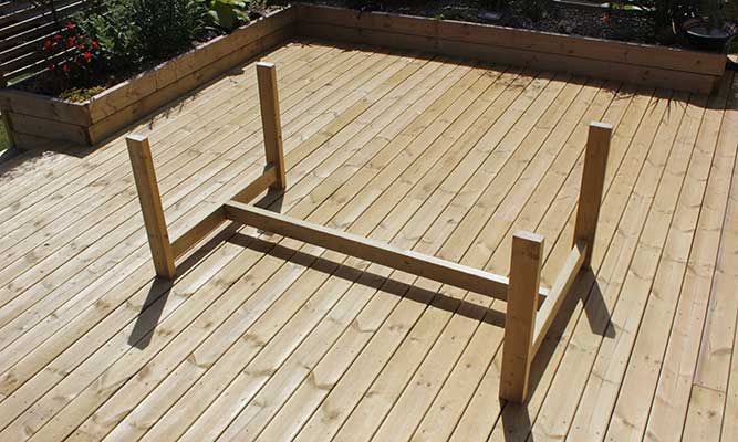 Scaffold-Board-Outdoor-Table-DIY-Project-by-Cassie-Fairy-Step-8-(1).jpg
