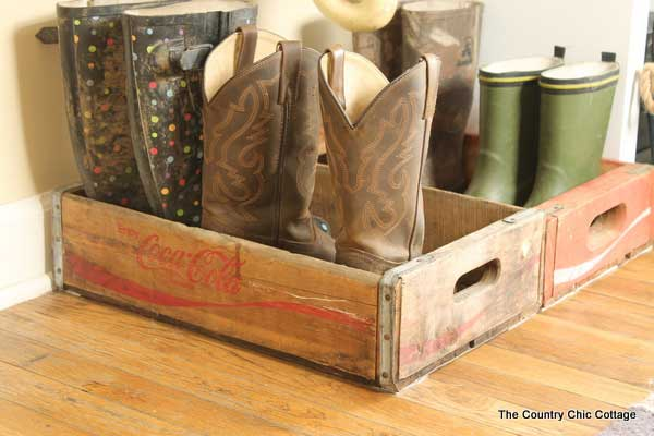 Wooden crate to store wellies