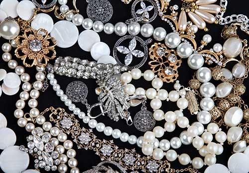 Vintage jewellery - pearls, brooches and earrings